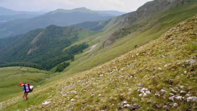 Coborâre din Creasta Oslei / Creasta Oslei, Oslea, Muntii Valcan, Gorj, Hunedoara
