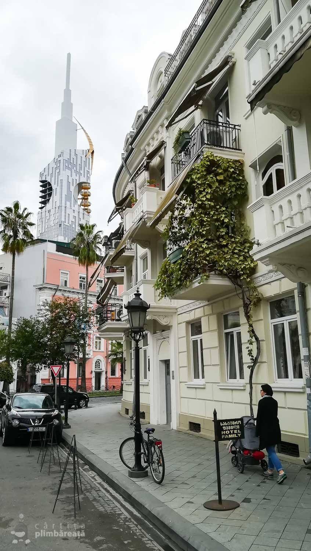 Turnul Batumi si o straduta din centru