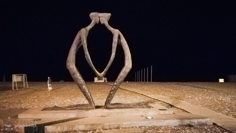 "Toata promenada e ""ornata"" cu statui interesante"