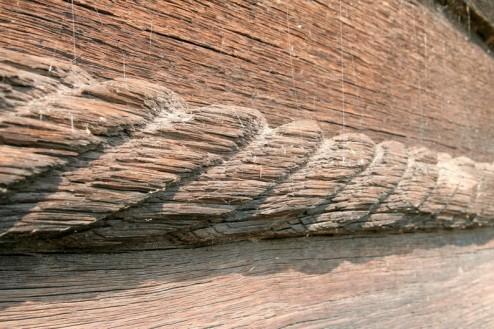 Biserica de lemn din Bradet - franghia ce inconjoara biserica