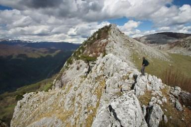 Stanga - Valea Cernei, dreapta - Poiana Porcului - Poienile de Sus ale Cernei