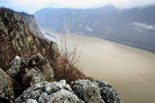 Panorama de pe Ciucarul Mare - Cazanele Dunarii