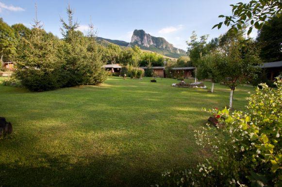 Prin iarba - Pensiune Camping Gyopar