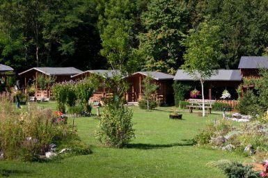 Casute pierdute prin verde - Pensiune Camping Gyopar