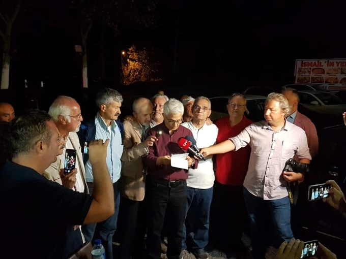 Musa Kart makes a statement alongside colleagues from Cumhuriyet newspaper, all released from Kandıra Prison September 12th 2019