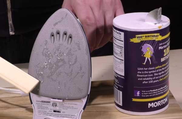 Návod-jak-vyčistit-zašlou-žehličku-pomocí-soli-1