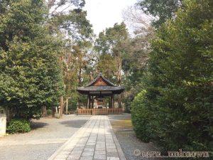 蚕の社の拝殿