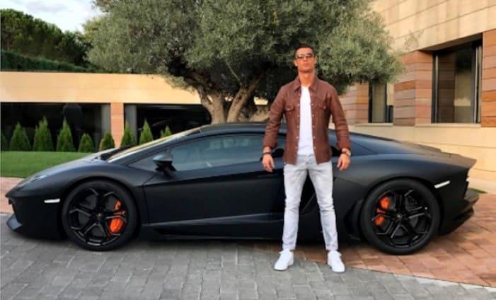 Cristiano-Ronaldo-with-his-new-Lamborghini-aventador