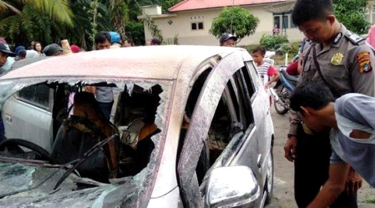 Toyota Agya terbakar di SPBU karena rokok - Lubuk Besar Bangka