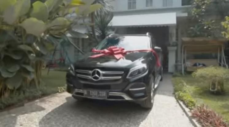 Mercedes Benz GLE 250d - Hadiah Raffi Ahmad untuk Mama Amy