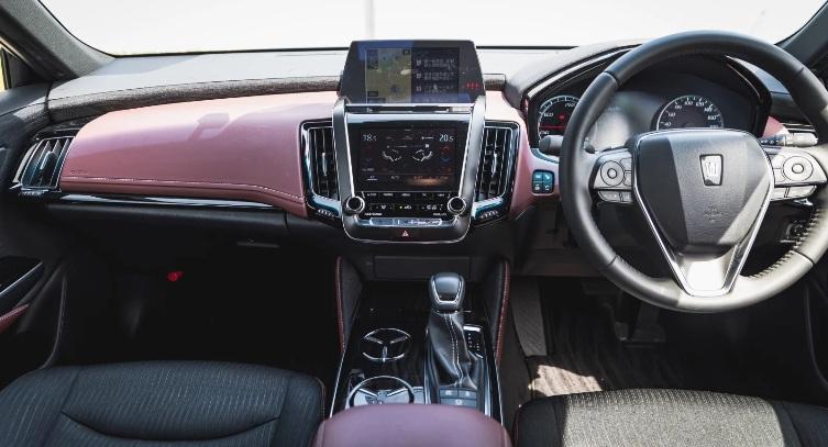 Toyota Crown 2.5 HV G-Executive - Interior Mobil Menteri, Dashboard