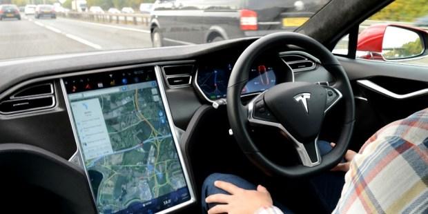 Autopilot Tesla Sesatkan Konsumen