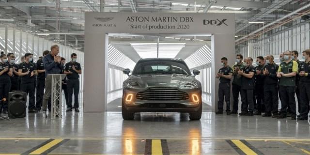 Peresmian Aston Martin DBX SUV Pertama Keluar Jalur Produksi