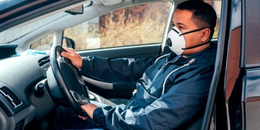 Aturan Masker dalam Mobil Pribadi saat berkendara sendirian