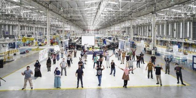 Mercedes-Benz Rayakan 50 Tahun Produksi Mobil di Indonesia
