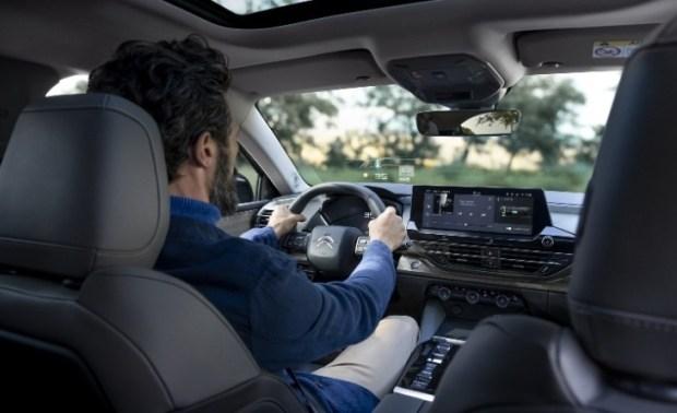 Citroen C5 X - dengan Headup Display pada kaca depan