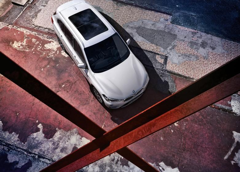 BMW新型X1スペックサイズ価格燃費