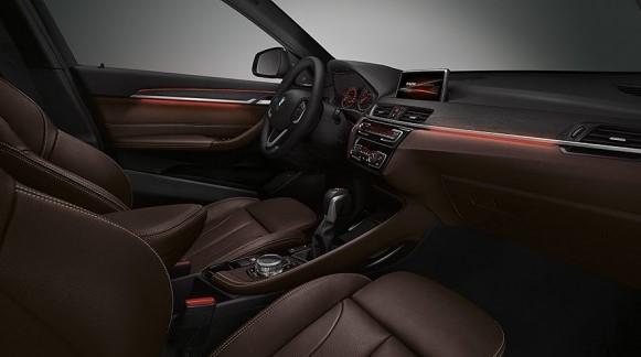 BMW新型X1の内装レビュー!解放感、後部座席とラゲッジルームの機能性に惚れる。