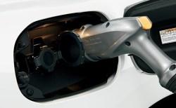新型アウトランダーPHEV燃費