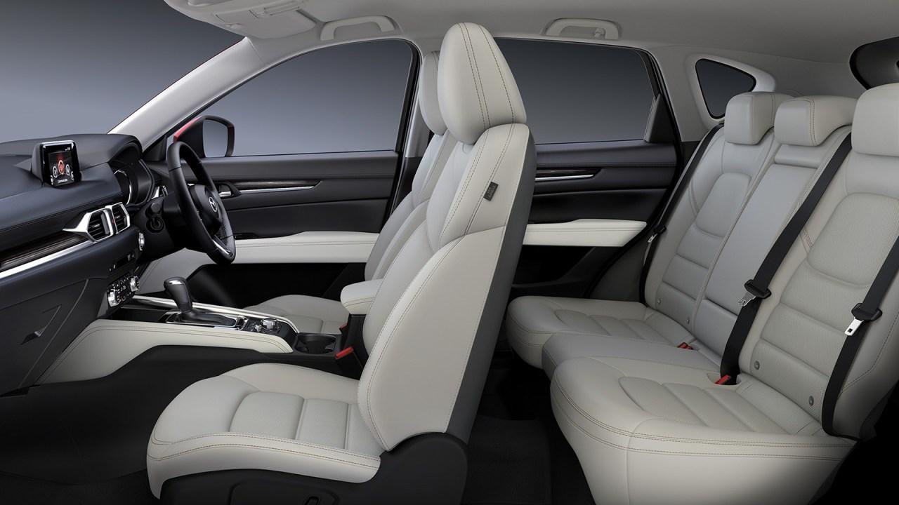 新型CX-5の内装を画像でレビュー!グレードによる違いはシート素材&色にあり。白を選べるのはLPackageのみ CARVEL   SUV大好きブログ