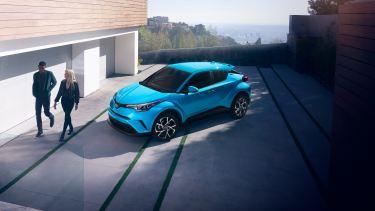 【最新情報】新型C-HRのマイナーチェンジは2019年末発売を予想。ハイブリッド4WD,GRスポーツ&2.0Lのラインナップへ