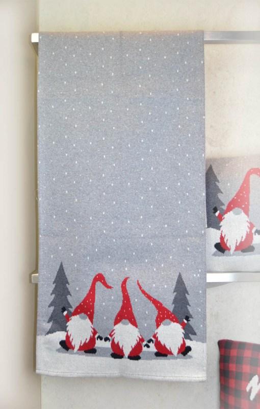 τραβέρσα-χριστουγεννιάτικη-πλεκτή-45×150-dwarfs