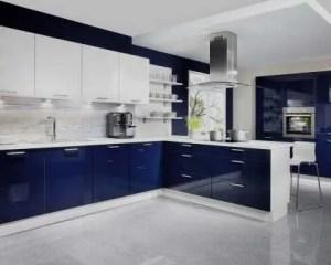 Remodelação de cozinha com móveis termolaminados