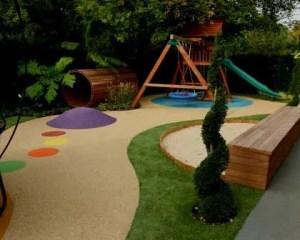 Remodelação integral de exterior com playground
