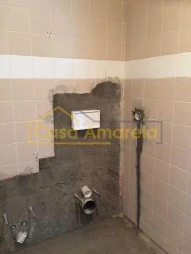 Canalização para remodelação de casa de banho no Porto