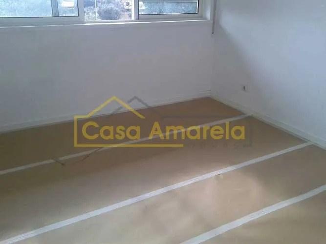 Pintura de interior de apartamento no Porto. Proteção de pavimento.