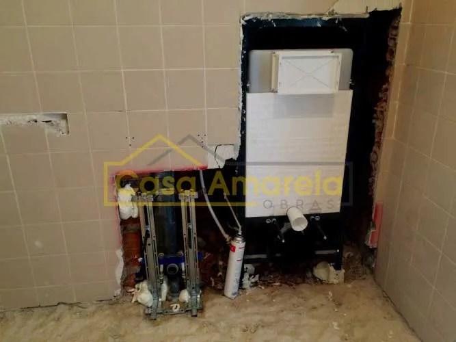 Remodelação de casa de banho em andamento