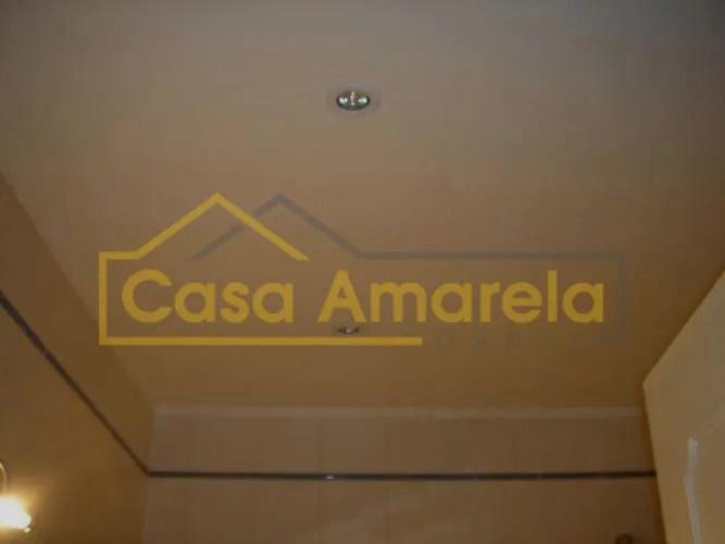 Remodelação de apartamento: aplicação de tetos-falsos com spots.