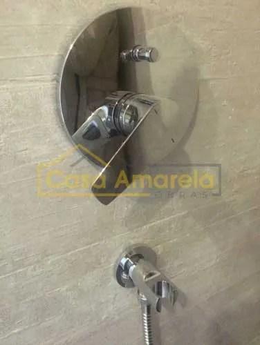 Misturadora em remodelação de casa de banho