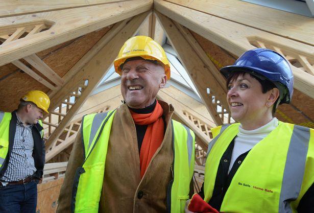 O arquiteto Norman Foster visita e acompanha as obras do Maggie´s Cancer Centre, em Manchester, UK.
