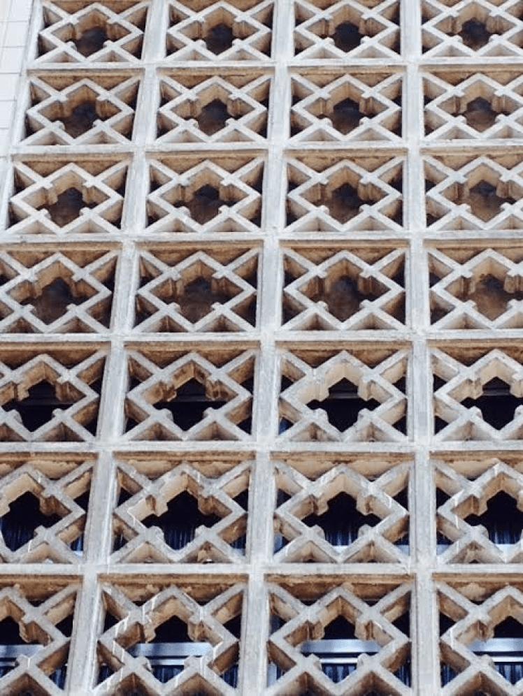 Elemento vazado cimentício em edifício da década de 1950 em Santos-SP Foto: Adriano Gronard