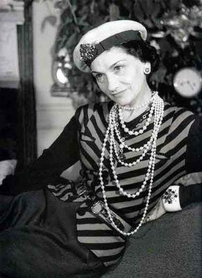 A estilista Coco Chanel - Casa Ao Cubo - Fonte: Pinterest - fashionbubbles.com - LISTRAS