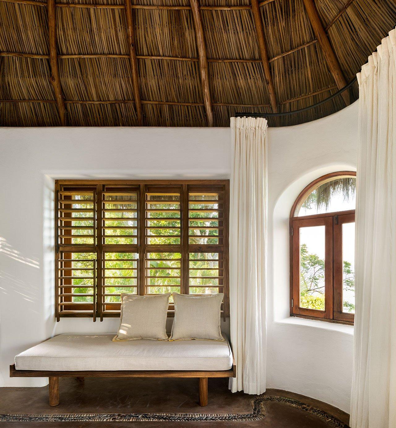 Villa Pelícanos es renovada como un retiro tropical con sustentabilidad en mente