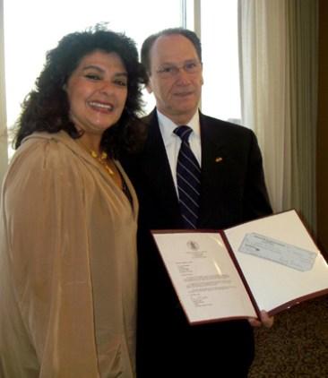 Foto-da-Graca-e-Consul-donation