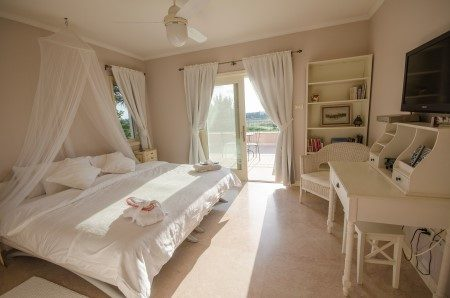White Suite - King Bed