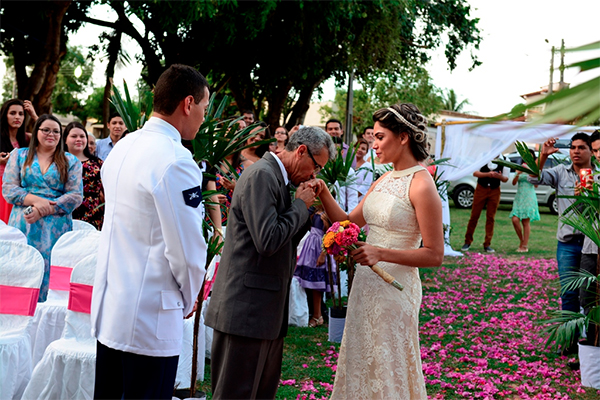 casacomidaeroupaespalhada_casamento-na-praca_nayranna-e-joao_01