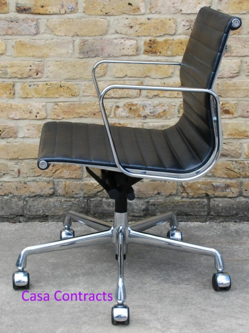 Vitra Eames EA117 black ribbed leather Aluminium Group Chair 5