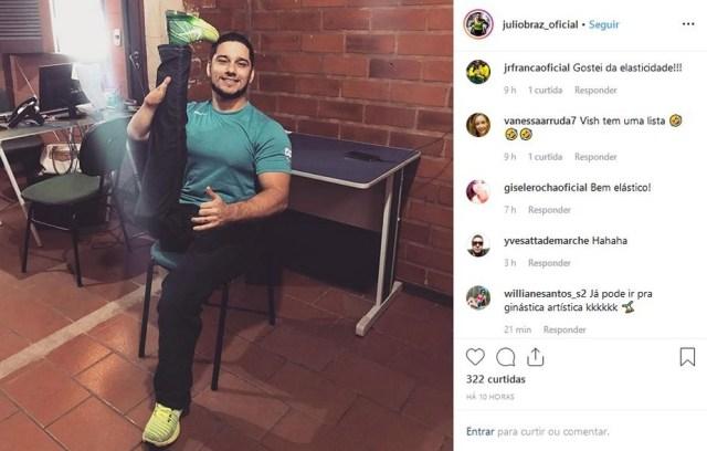 Atleta paralímpico posta foto brincando com a própria deficiência:
