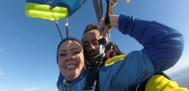 Nancy Segadilha saltou de paraquedas aos 35 anos, depois de sofrer um acidente aos 21 e ficar tetraplégica — Foto: Reprodção/Rede Amazônica