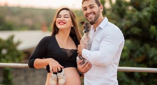 Cãozinho com deficiência ensaio fotos dona grávida