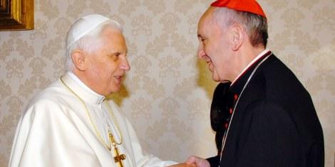 O Antigo Papa, Joseph Ratzinger (Bento XVI [esquerda]) e o novo Papa Jorge Bergoglio (Francisco I)