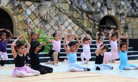 """Ballet """"Raymonda"""" Altos de Chavon amphitheater"""