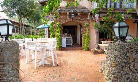 Cafe de Paris Altos de Chavón 1