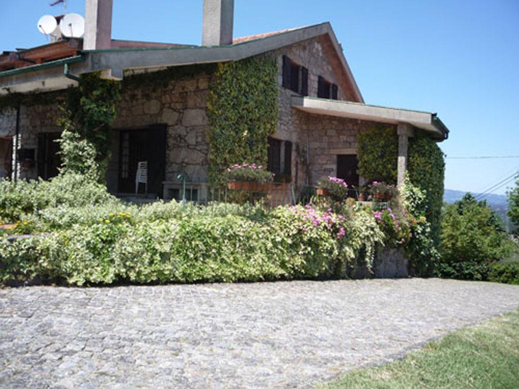 Clique aqui para mais fotos da casa e dos jardins.