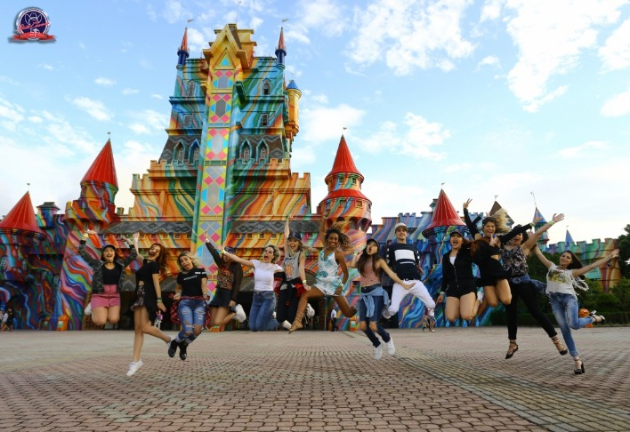 Youtubers visitam o Beto Carrero World