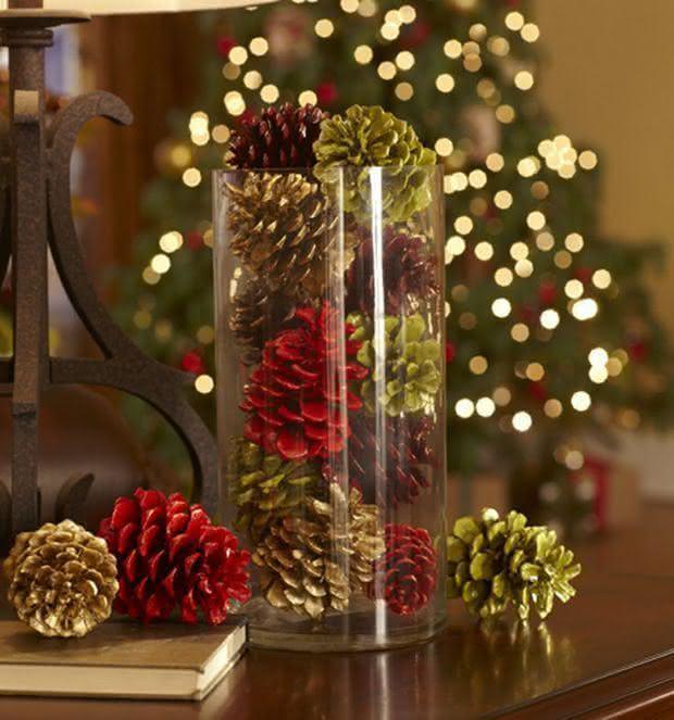 Pinhas pintadas em um recipiente de vidro. (Foto: Divulgação)
